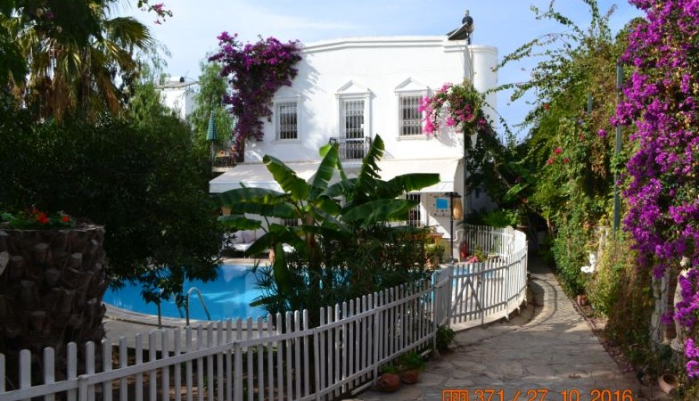 Yalıkavakta 1230 m2 Bahçe İçinde 5 Adet Havuzlu Daire
